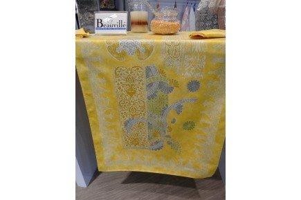 Rialto Table Runner by Beauvillé